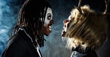 Мъж и жена с маски