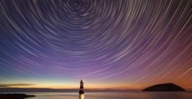 Слънцестоене. Морски фар в северен Уелс.