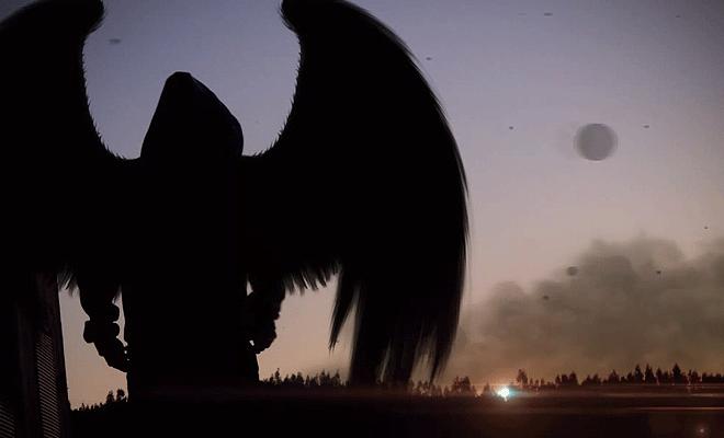 Копнежът на Икар - фигура с качулка и криле
